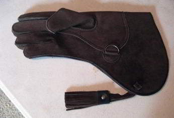 Cowhide short cuff medium weight gauntlet 13 inch long double thickness, right hand glove