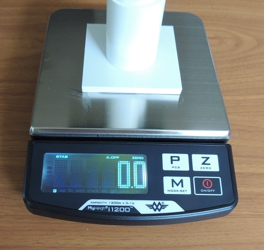 Micro Digital scale for Kestrel up to medium size birds, weighs by 1/10th of a gram
