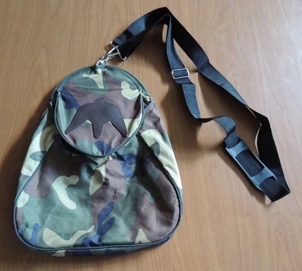 Traditional two sided hawking bag in camo color.
