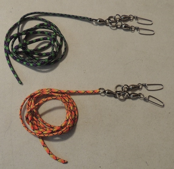 A PARA CORD LEASHES WITH SWIVEL SNAP SETUP  TWO SIZES