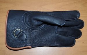 A NEW SHORT CUFF BLACK SINGLE THICK ELK GLOVE 10 INCH LONG