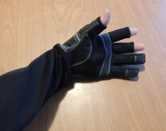 ANIMAL HANDLING GLOVES SYNTHETIC, THREE OPEN FINGER STYLE, GREAT FOR ALL VETERINNARIAN USE