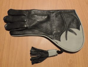 SHORT CUFF 13 INCH LONG FALCONERS GLOVE
