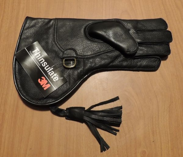 SHORT CUFF FALCONERS GLOVE WITH THINSULATE LINING FOR COLD WEATHER. (Left hand glove.)